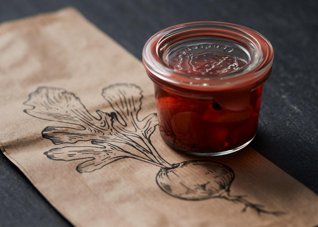 """Das kulinarisches Markenzeichen von der KITCHEN LIBRARY, das Radieschen hat anlässlich des Fünf-Jahre-Jubiläums als """"Signature Pickle"""" einen eigenen Platz im Angebot erhalten."""