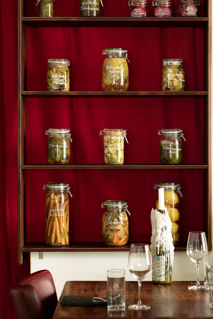 """Das """"Kulinarisches Wohnzimmer"""" für Gäste, die gehobene deutsch-französische Küche mit Anleihen aus Cross Over und International, eine gemütliche und ungezwungene Wohlfühlatmosphäre schätzen."""