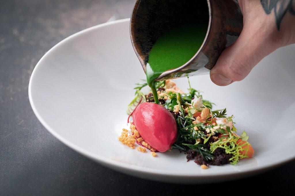 Gehobene deutsch-französische Küche mit Anleihen aus Cross Over und International. Restaurant KITCHEN LIBRARY - Berlin.